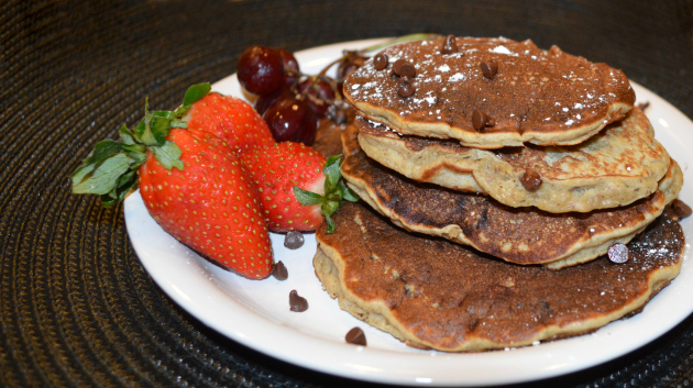 gluten free banana chocolate chip pancakes
