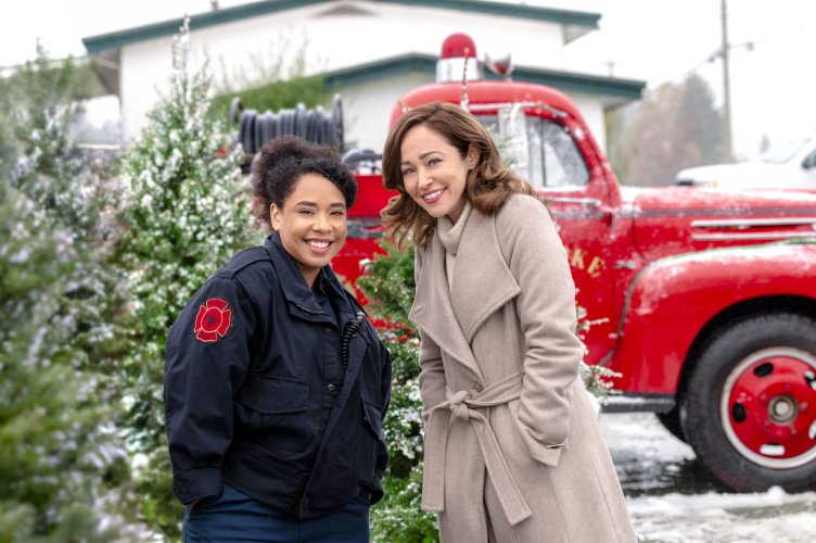 """Hallmark Movies & Mysteries Movie Premiere of """"A Glenbrooke Christmas"""" on Saturday, December 12th at 10pm/9c! #MiraclesofChristmas"""