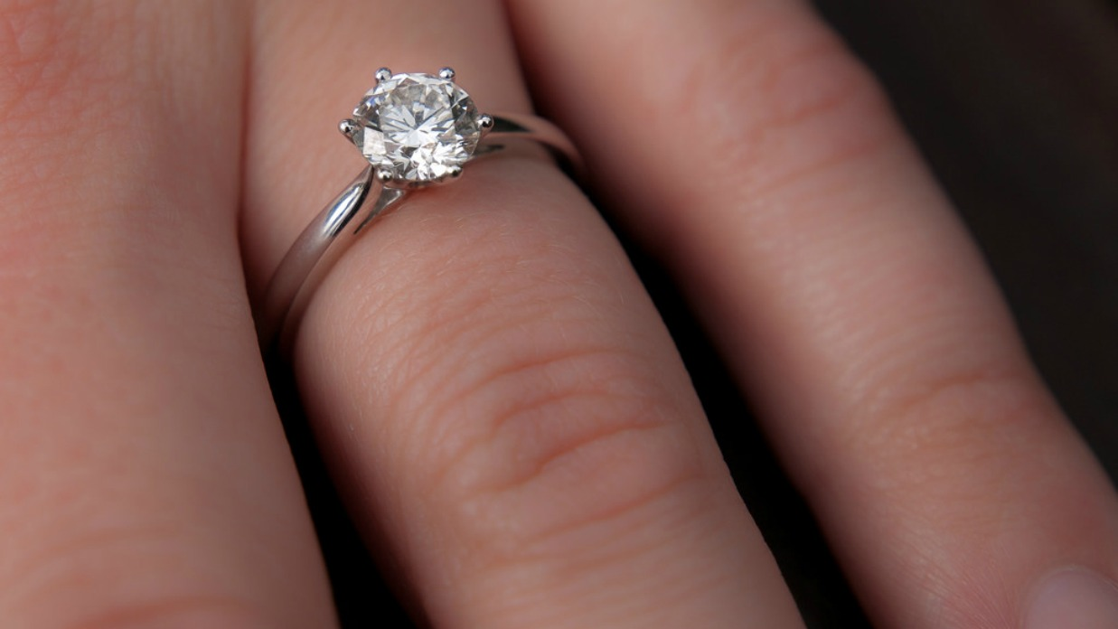 6 Ways to Save on Bridal Ring Sets