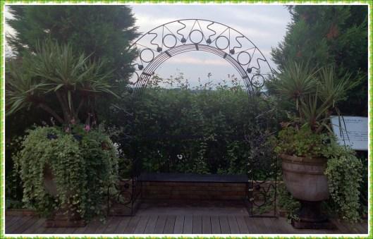 フラワーパーク江南の空中庭園ゲート