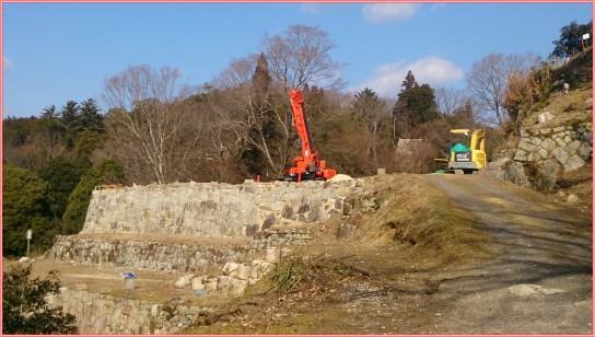 苗木城跡の発掘現場