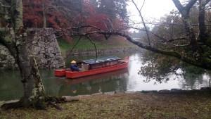 彦根城公園のお堀に舟