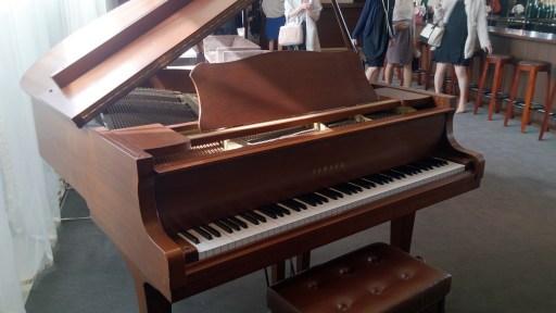 結婚式場のピアノ01