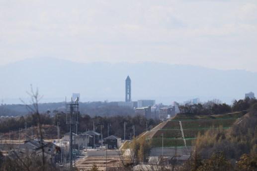 愛地球博の展望台から東山スカイタワーを撮影