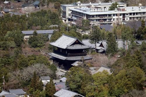 将軍塚の青龍殿から寺院を撮影01