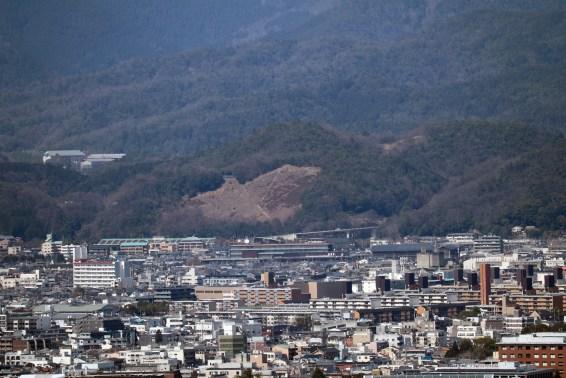 将軍塚の五山送り火の妙の字の山