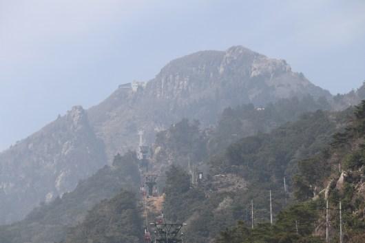 御在所1の山頂をアップで撮影03
