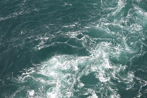 鳴門21-2の渦の道から渦潮を見てみるが2