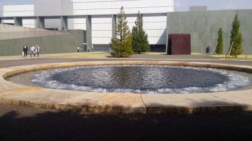 とよた美術3-2の美術館前噴水
