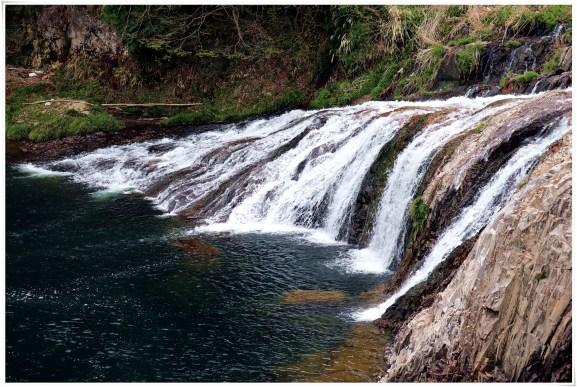 つたのふち9-8滝の全景