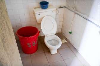 Salang Mutiara Resort 水が出るときにバケツに貯水しておいたほうが良い。洗面台はない