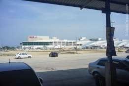 コタバルの長距離バスターミナルからイオンモールが見える