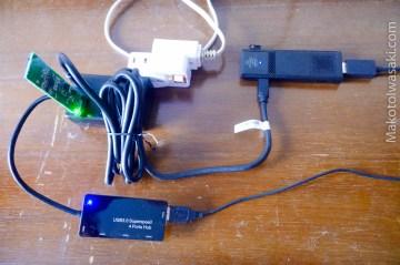 電源とPC本体、USB接続のM2SSD、キーボード、マウス
