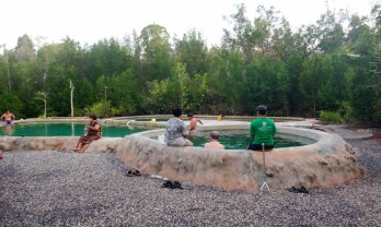 Saline Hot Spring in Khlong Thom 塩辛温泉