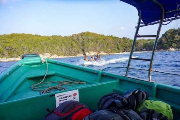 途中で他のビーチの乗客を拾う