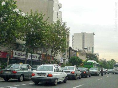 テヘラン、イランのナンバーは読めない