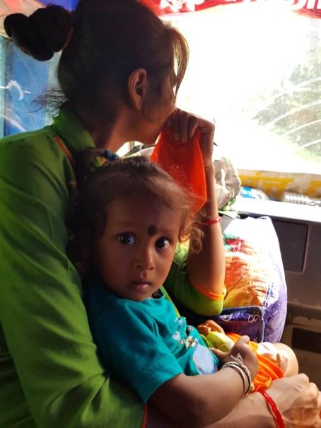 Kohalpur 行きのバスに乗り込む