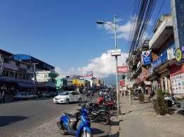 ポカラのショッピングセンターBhat Bhateni でトレッキング準備