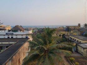 Durga Lodge の狭い屋上から