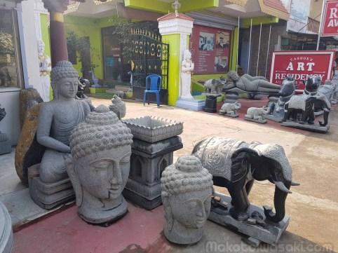 これぐらいの佛陀坐像が20万ルピー