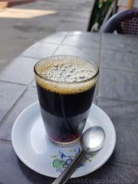 ブラックコーヒー 20Rs。外人用大盛りグラス。飲みごたえあり