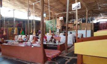 ハンピの Mango Tree Restaurant でPC ワーク