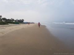 インド人も裸足ジョギング
