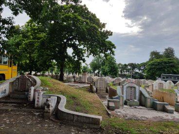 ローカルな墓地