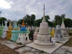 カンチャナブリ戦争墓地と Death Railway Museum