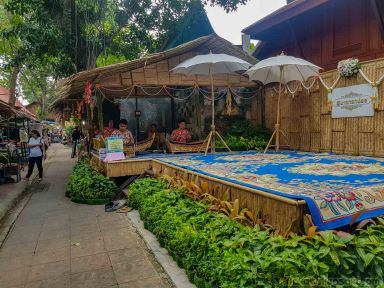 寺の前の売店