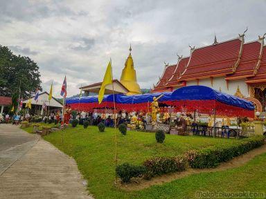 翌日の寺 Wat Chee Pong Nam Ron