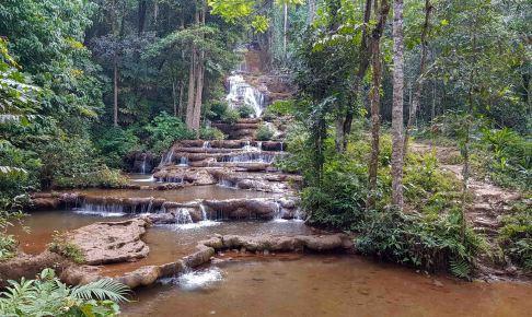 フイナムナック温泉とパチャロンの滝