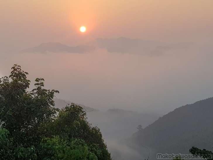 サムヌア高地の朝日。6:46