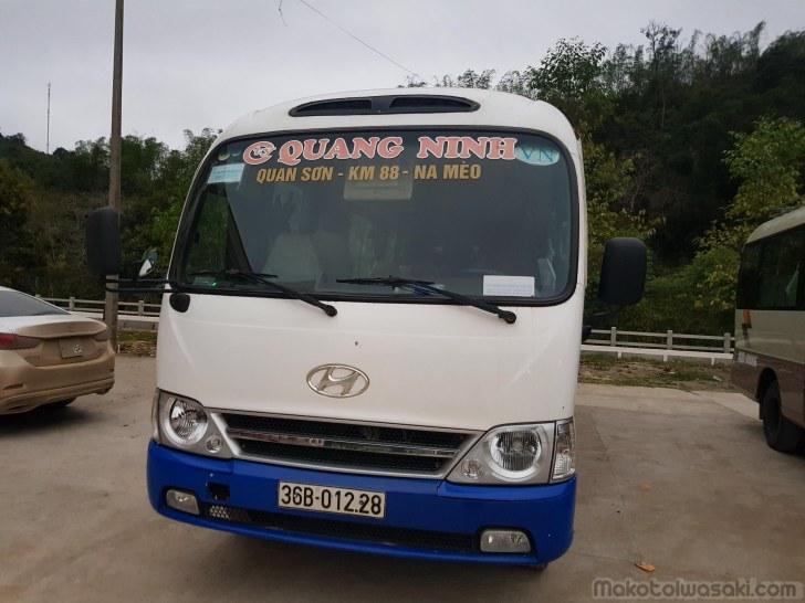 朝8時、9時発のバスはタンホアまで200km 6時間25万ドン