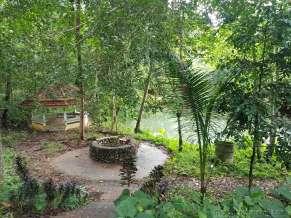 Phum Duang 川のほとり