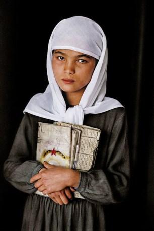 Steve McCurry,AFGHANISTAN. Herat. 1992. Schoolgirl.