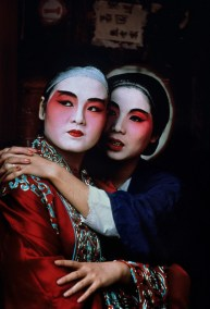 Steve McCurry,CHINA. Hong Kong. 1984. Performers from the Chinese Opera backstage.
