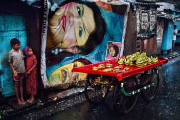 Steve McCurry,Banana Cart, Bombay, India, 1993