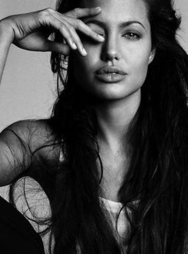 Angelina-Jolie-4