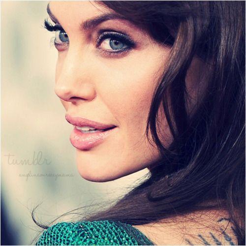 Angelina-Jolie-9