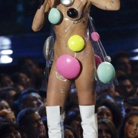 miley-cyrus-mtv-vma-2015-live-permance