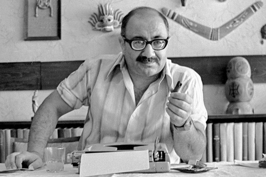 Сегодня азербайджанскому писателю и киносценаристу могло бы исполниться 83 года..