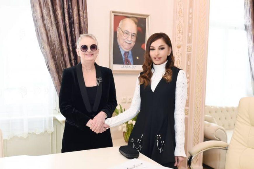 Центр Творчества Максуда Ибрагимбекова поздравляет вице-президента Азербайджана Мехрибан ханум Алиеву с днем рождения, благодарим за ее дружбу и поддержку и желаем всего наилучшего и успехов во всем!