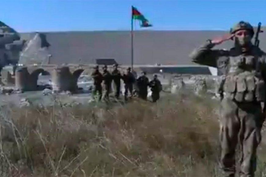 Azərbaycan Silahlı Qüvvələri qədim Xudafərin körpüsünün üzərində Azərbaycan bayrağını qaldırdılar