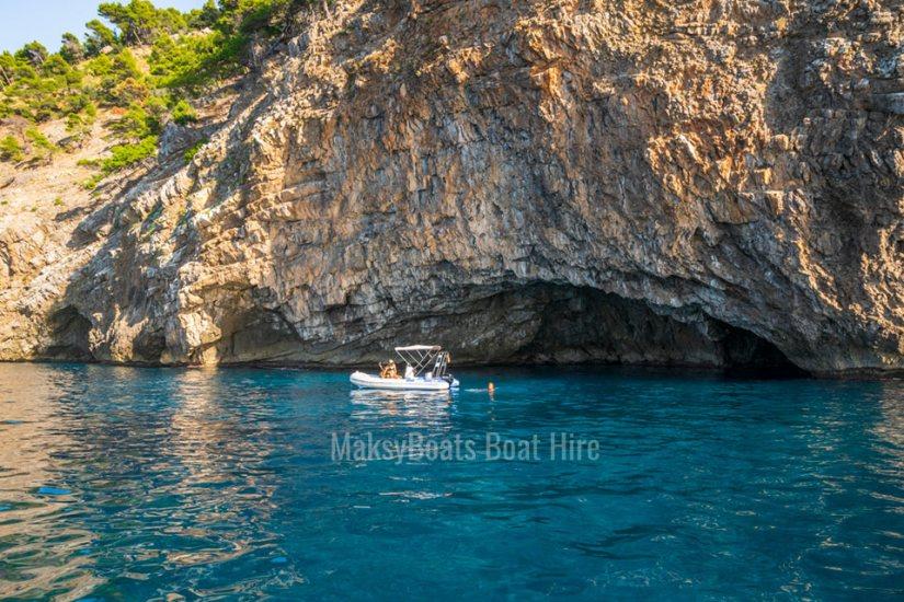viaje-en-barco-privado-puerto-soller-mallorca-maksyboats