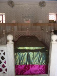 Grave of shaykh Abdul Haqq Dehlavi