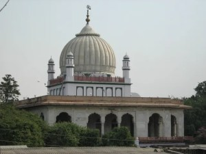 The holy tomb of Imam Rabbani Mujaddid Alf-e-Sani Shaykh Ahmad Sirhindi, at Sirhind, India
