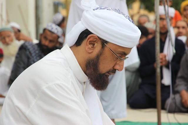 Hazrat Shaykh Muhammad Tahir Naqshbandi sitting in a spiritual session in Karachi