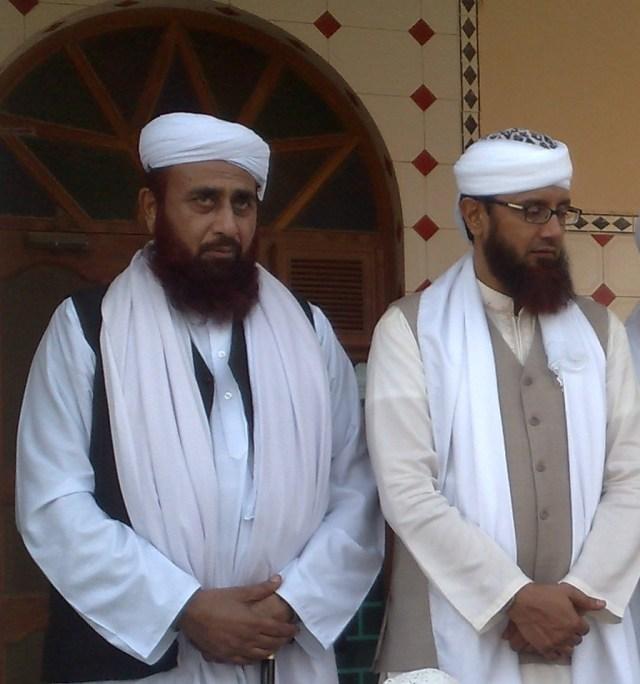 Sayyid Jeeal Shah (left) standing next to his spiritual master Khwaja Muhammad Tahir Abbasi Naqshbandi Mujaddidi (right)