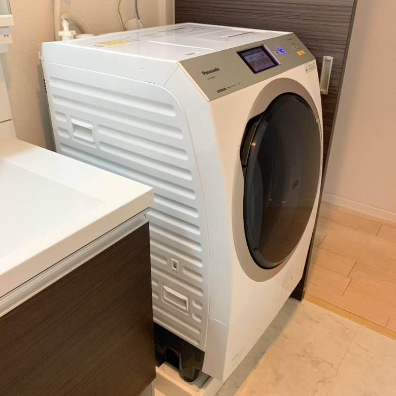 クリスタルホワイトのパナソニック ドラム式洗濯機NA-VX9900